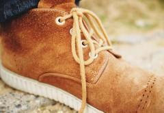 Brązowe buty zamszowe